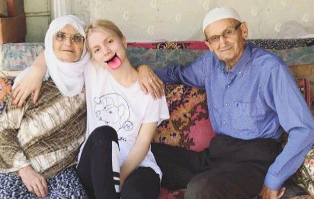 Aleyna Tilki'nin Aile Fotoğrafı Hayranlarını Coşturdu