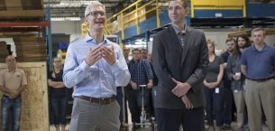 Apple CEO'su Tim Cook iPhone 8 Kullanmaya Başladı