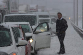 Yoğun kar, Samsun-Ankara yolunu trafiğe kapattı