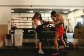 Hamile eşiyle boks yaptı!