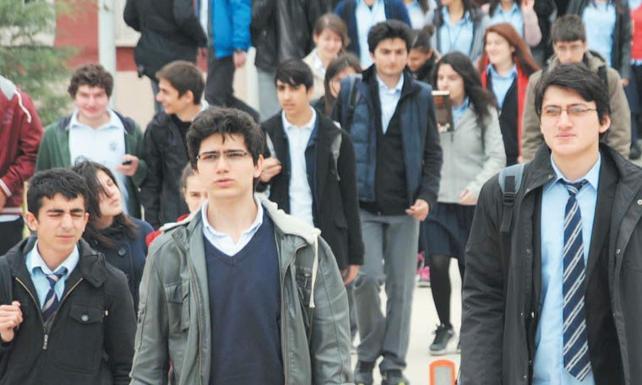 700 bin öğrenciyi açıkta bırakan skandalın perde arkası