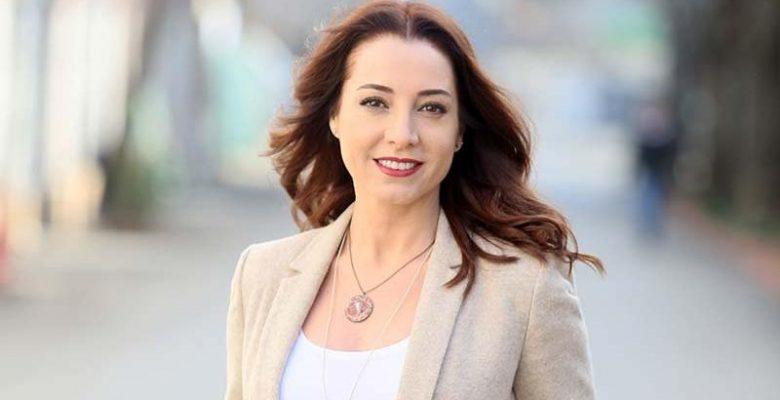 Elimi Bırakma dizisinin setinde oyuncu Dolunay Soysert'in ayağı kırıldı