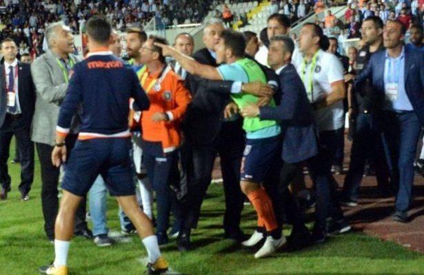 'Emre Belözoğlu yöneticimize yumruk attı, küfür etti'
