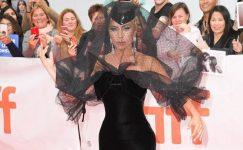 Lady Gaga Elle Women in Hollywood gecesinde duygusal anlar yaşadı