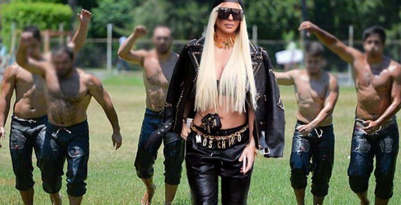 Jelena Karleusa'nın kıspet benzeri pantolonu sosyal medyayı salladı