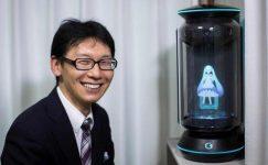 Bir hologramla evlendi, annesi düğününe gitmedi