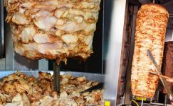 Uzmanlar uyarıyor: Ucuz tavuk döner yemeyin