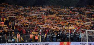 Trabzonspor maçında Göztepe taraftarından derslik hareket!