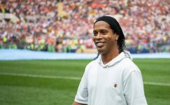 Flaş iddia! Ronaldinho sahalara dönüyor!